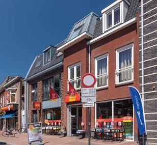 Winkel met etagewoningen in Nijkerk