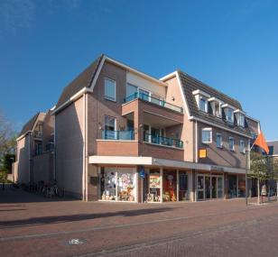"""Winkel- en appartementencomplex """"De Honthorst"""" in Woudenberg"""